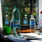 bevande su un tavolino del vagone ristorante della transiberiana,asia, russia, siberia, |drinks on a table in the dining car of the Trans-Siberian, asia, russia, siberia,