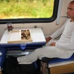 uno uomo passeggero sul treno nel la carrozza di terza classe delle ferrovie russe transiberiana, russia, siberia,asia, |one male passenger on the train in the third-class carriage of the Russian Trans-Siberian railway, russia, siberia, asia,