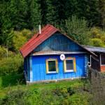 abitazioni in legno lungo la ferrovia transiberiana , asia, russia, siberia, |wooden houses along the railroad transiberian, asia, russia, siberia