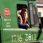un macchinista sulla locomotiiva della transiberiana nella stazione ferroviaria di perm, russia, asia |a locomotive engineer on the Trans-Siberian railway station in Perm, Russia, Asia