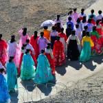 Corea del Nord, donne in costume locale si recano alla cerimonia di innaugurazione nella zona militare per la riapertura della linea ferroviaria Khasan ( Estremo Oriente Russo) alla città portuale nord coreana Rajin