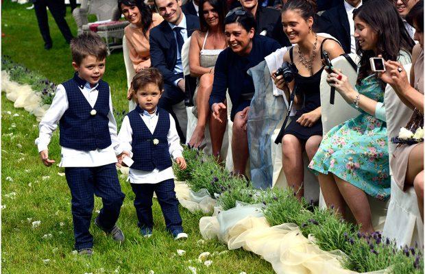 Foto di matrimonio Villa Ex-Magni Rizzoli, cerimonia civile in giardino - Canzo ph © Nicola De Marinis