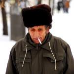 Transnistria un uomo con colbacco passeggia in un viale di Tiraspol Transnistria a man walks into a boulevard of Tiraspol ph © Nicola De Marinis