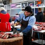 Transnistria,macellaio all'interno del mercato coperto di Tiraspol ph.© Nicola De Marinis Transnistria, a butcher in the market hall in Tiraspol ph.© Nicola De Marinis