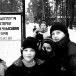 bambini al cancello d'entrata dell'Orfanotrofio l'Esnoj Bereg a Zitomir in Ucraina Children at the entrance gate of the orphanage Lesnoy Bereg in Zhitomir in Ukraine ph © Nicola De Marinis