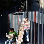 Georgia una donna che vende giornali in una via di Batumi sul Mar Nero ph © Nicola De Marinis