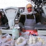 Transnistria donne che vendono latticini al mercato di Tiraspol Transnistria women selling milk at the market in Tiraspol ph © Nicola De Marinis
