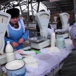 Transdnistria donne che vendono latticini al mercato di Tiraspol Transnistria women selling milk at the market in Tiraspol ph © Nicola De Marinis