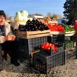 un uomo vende i suoi ortaggi al mercato di tblisi a man sells his vegetables to market in Tbilisi ph © Nicola De Marinis