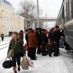 Transnistria passeggeri appena scesi dal treno arrivato da Mosca alla stazione di Tiraspol Transnistria passengers just off the train from Moscow to the arrival station of Tiraspol ph © Nicola De Marinis