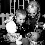 Ucraina un piccolo ospite con un'asstente sociale dell'istituto Ukraine a small guest with an assistant orphanage ph © Nicola De Marinis