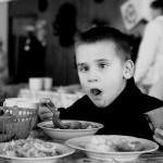 Ucraina Chernobyl orfanotrofio di Zhitomyr momenti del pranzo dei bambini Ukrainian Chernobyl orphanage in Zhitomir moments Children Lunch ph © Nicola De Marinis