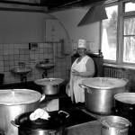 Ucraina Zhitomir una delle cuoche nella cucina dell'orfanotrofio Ukraine Zhitomir one of the cooks in the kitchen of the orphanage ph © Nicola De Marinis