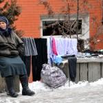 Georgia Caucaso Centrale una donna vende abiti lungo la strada Georgia Caucasus Central a woman selling clothes along the way ph © Nicola De Marinis