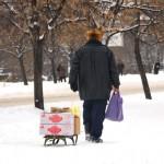 Transdnistria un uomo trasporta dei viveri con la slitta in un viale innevato a Tiraspol Transnistria a man carrying some food with the sledge in a snowy street in Tiraspol ph © Nicola De marinis