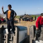 ragazzini iracheni nel campo profughi di idomeni sul confine tra macedonia e grecia