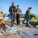 famiglia siriana nel campo profughi a idomeni in grecia