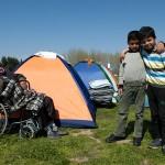 profughi siriani nel campo allestito nella stazione di servizio eko lungo la strada per idomeni confine tra grecia e macedonia