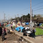 profughi nella stazione ferroviaria di idomeni sul confine tra grecia e maceodonia