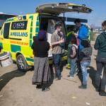 organizzazioni internazionali distribuiscono medicinali nel campo profughi di idomeni sul confine tra grecia e macedonia