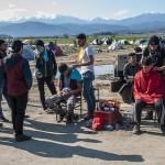 barbieri nel campo profughi a idomeni in grecia