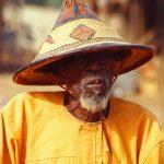 Mali, anziano con tipico copricapo