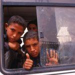 Algeria, ragazzini su un bus nei pressi di In Eker