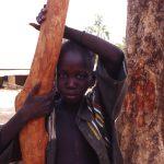 Mali, ritratto di un bambino in un momento di sosta