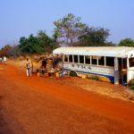 Mali, una corriera fuori strada adibita a negozio