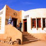 Algeria, un punto di ristoro a In Amguel sulla Transahariana