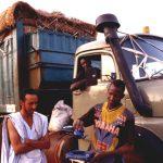 Mauritania,camionisti preparano il tè