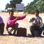 Tunisia, ragazzini venditori di Tè sulla strada verso Gafsa