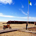 Algeria, la sperduta frontiera di In Guezzam; qui finisce l'Algeria, oltre il muro a 12 Km c'è il Niger