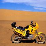 Niger,Honda Transalp modificata per raid nel deserto dune lungo la pista per Arlit
