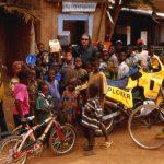 Niger, sosta in un villaggio lungo la strada per Niamey
