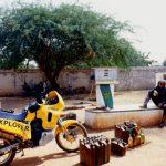 Niger, ultimo rifornimento in una stazione di servizio a ridosso prima della dogana con il Burkina Faso