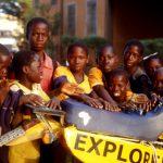 Burkina Faso, l'arrivo alla Missione ed i bambini festosi vicino alla moto