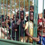 Burkina Faso, i bambini della Missione attendono l'ora del pranzo