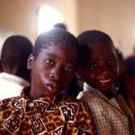 Burkina Faso, ragazzini della Missione nella sala mensa