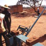 Burkina Faso, nella Missione si impara un lavoro, si costruiscono mattoni