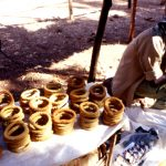 Burkina Faso, venditore di pane al mercato di Nanorò