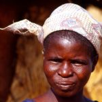 Burkina Faso, primo piano di donna al villaggio di Nanorò