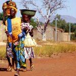 Burkina Faso, famiglia che si reca al mercato di Nanorò