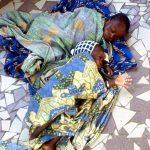Burkina Faso, bambini in attesa di essere visitati nel piccolo ospedale dei Padri Camilliani di Nanorò