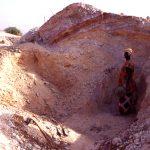Burkina Faso, donna al lavoro alle minire d'oro di Yako