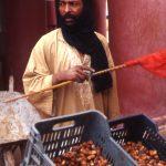 Algeria, un venditore di datteri nella medina di In Salah
