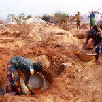 Burkina Faso, donne che lavorano alle miniere d'oro di Yako