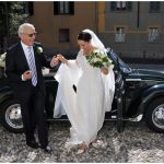 Foto matrimonio stile reportage, l'arrivo in chiesa della sposa.Photo wedding reportage style, arrival in church of the bride