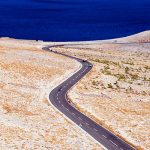 Croazia, isola di pag. La strada che porta dal porto di Ziljen a Novalja