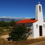 Croazia isola di Pag , la piccola chiesa di Santa Maria lungo la strada la Novalja a Lun